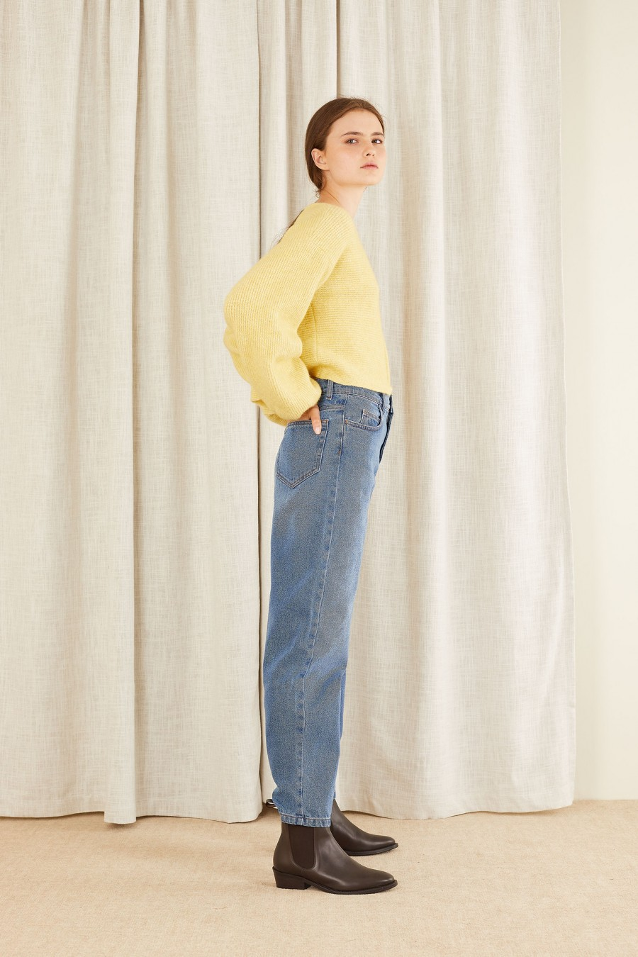 light balloon leg denim trousers