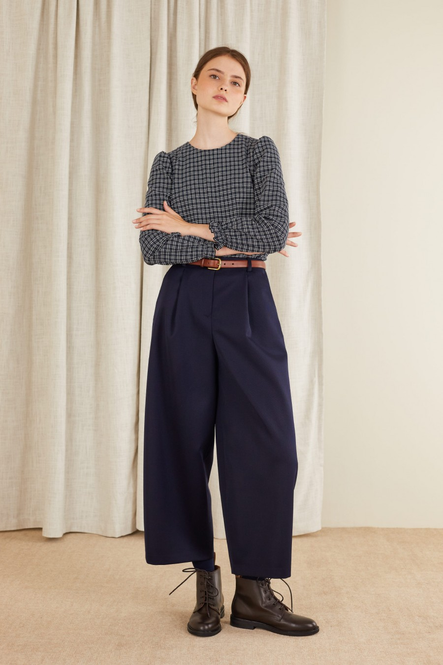 simple and versatile egg-shaped trousers