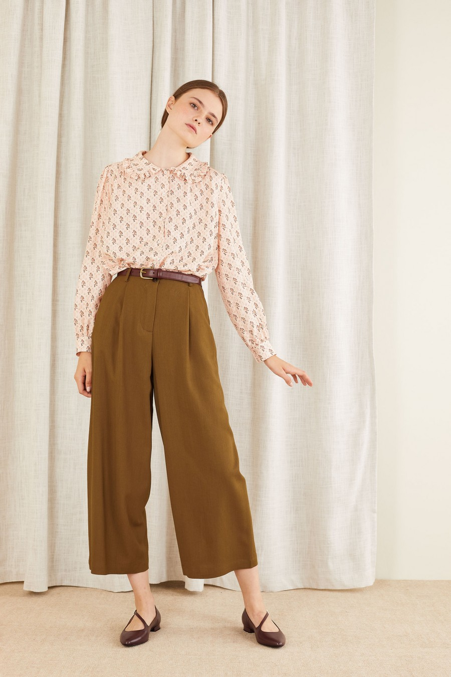 brown egg-shaped trousers