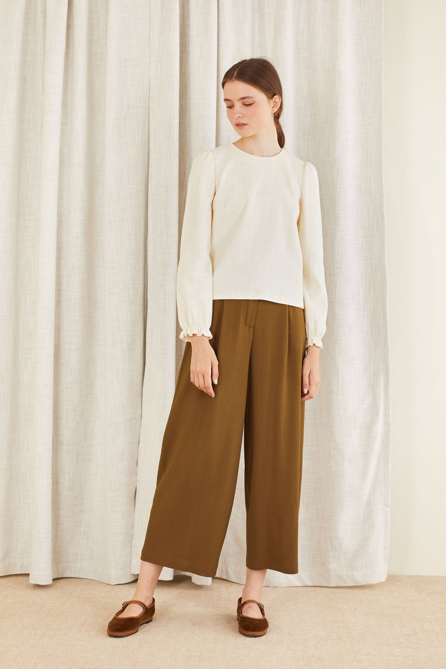 comfortable and versatile egg-shaped trousers