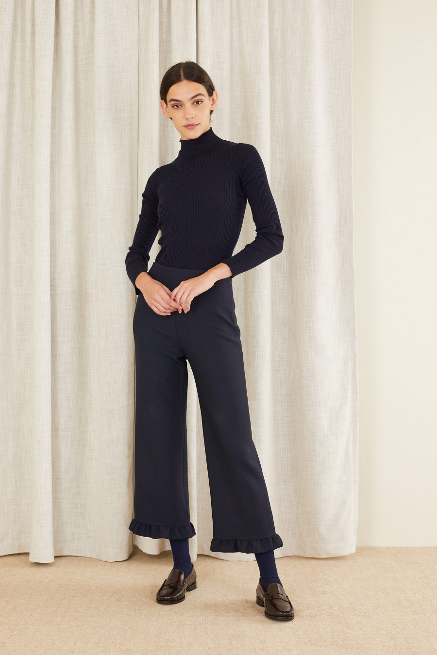 classy style with ruffle hem trousers