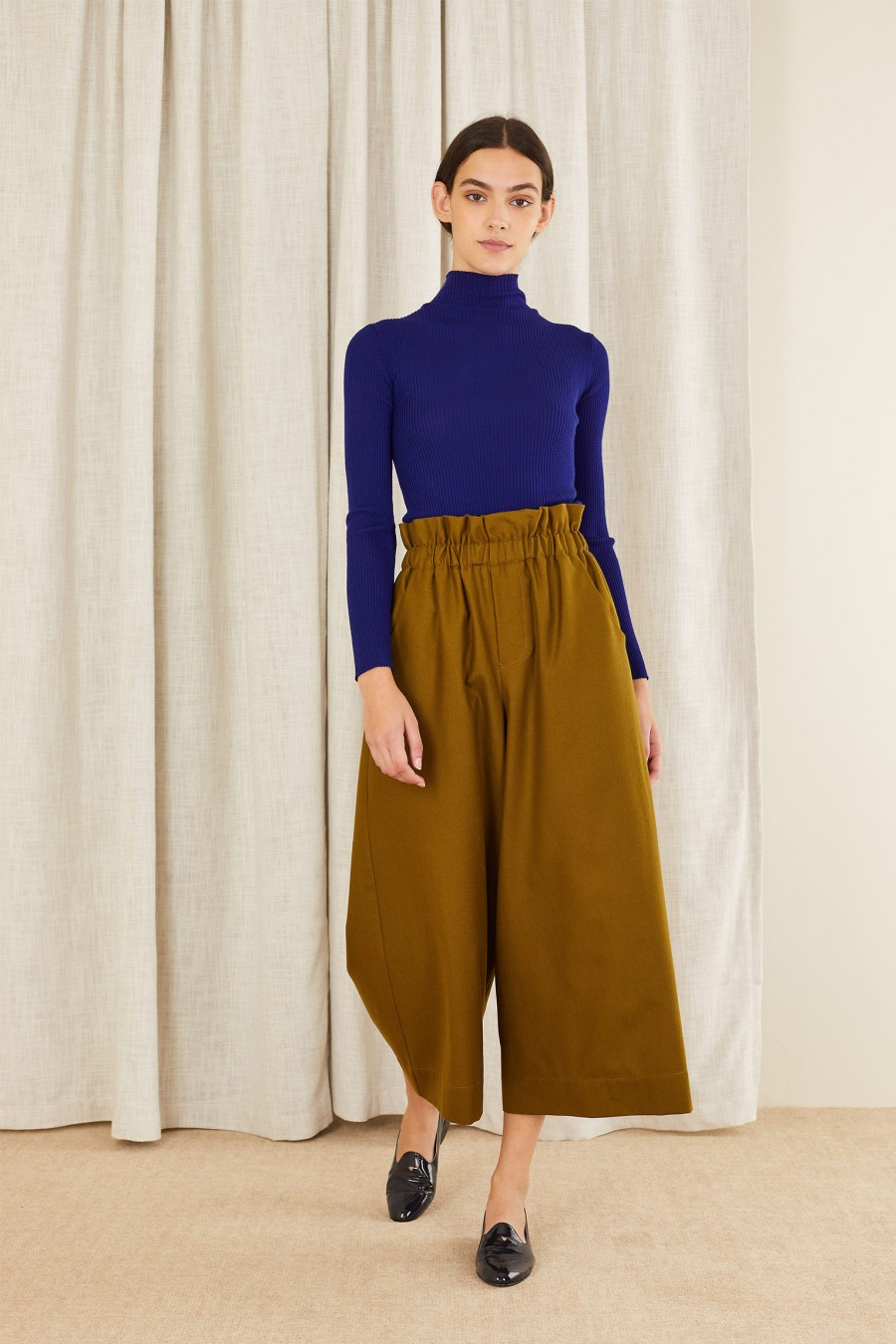 green wide trousers