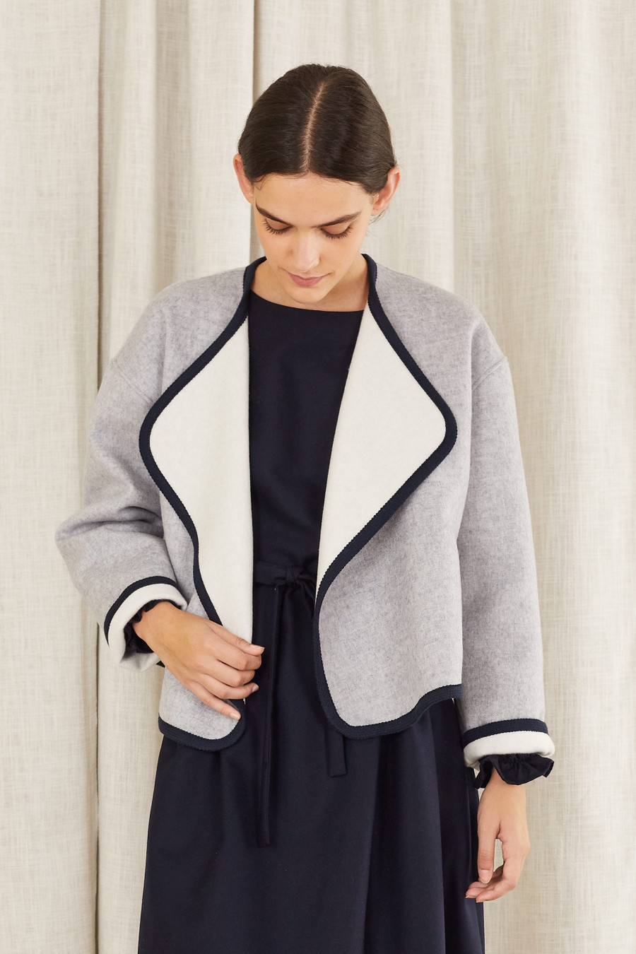 loose-fitting two-tone jacket