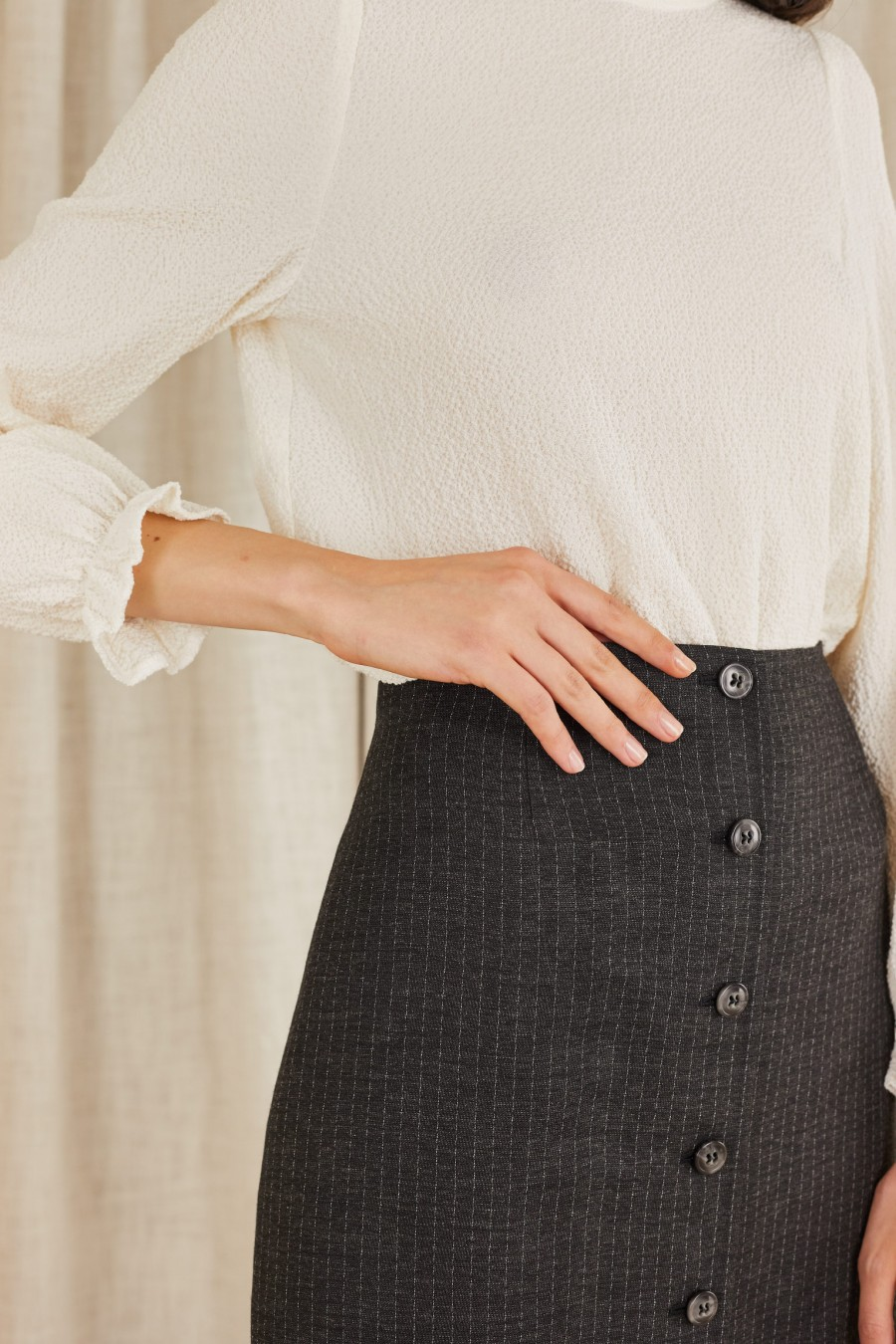 elegant mini skirt with buttons