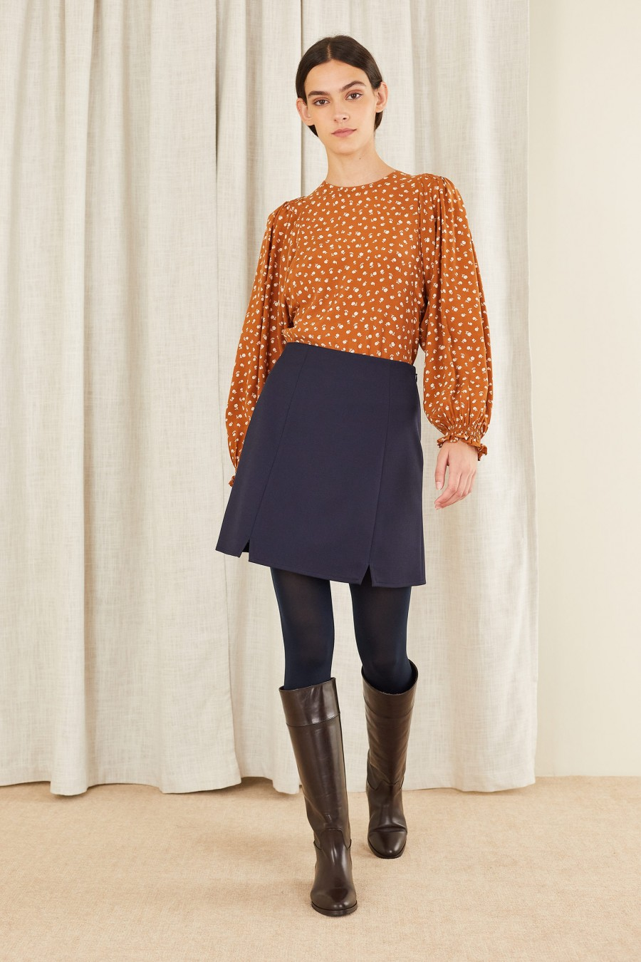 autumn look with skirt and boots
