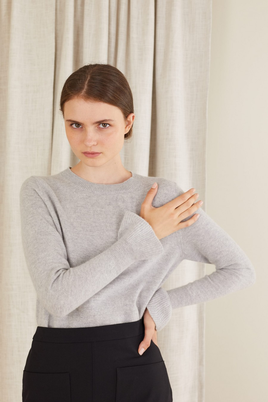 Crew-neck jumper with ruffles on the cuffs