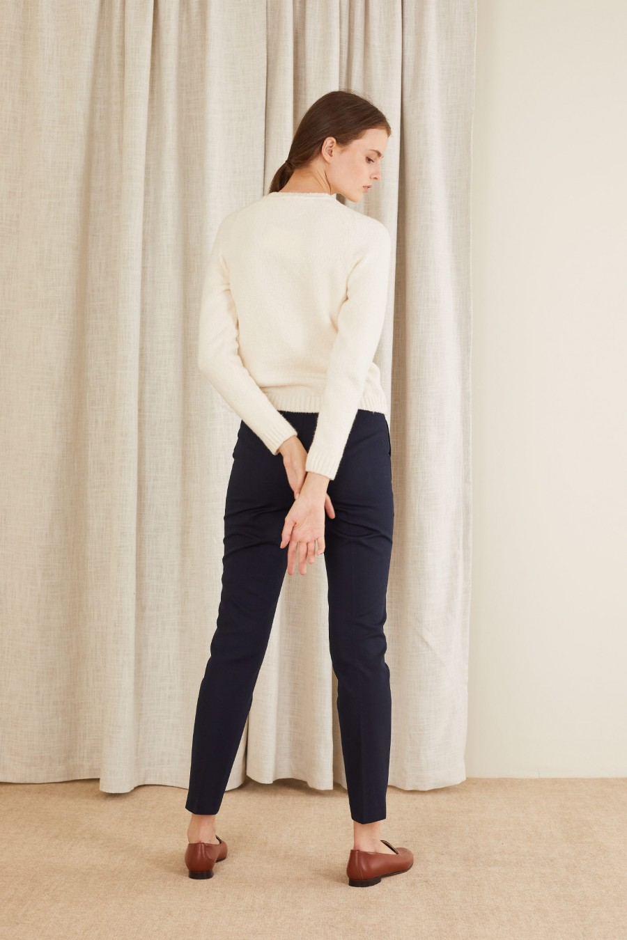 casual style with crewn-neck jumper