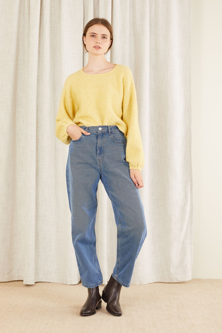 casual look with jeans and yellow jumper