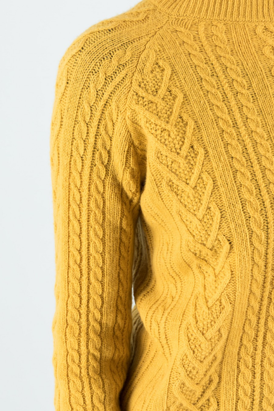 Crew-neck pullover made of merino wool and cashmere