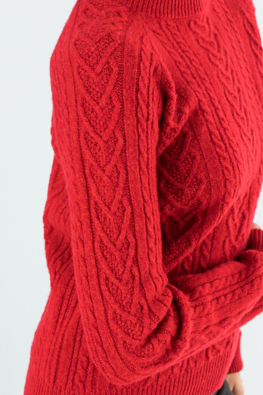 Red cashmere pullover with braids