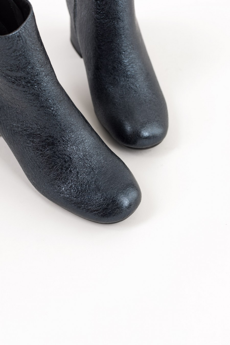 Rounded toe blue metallic boots