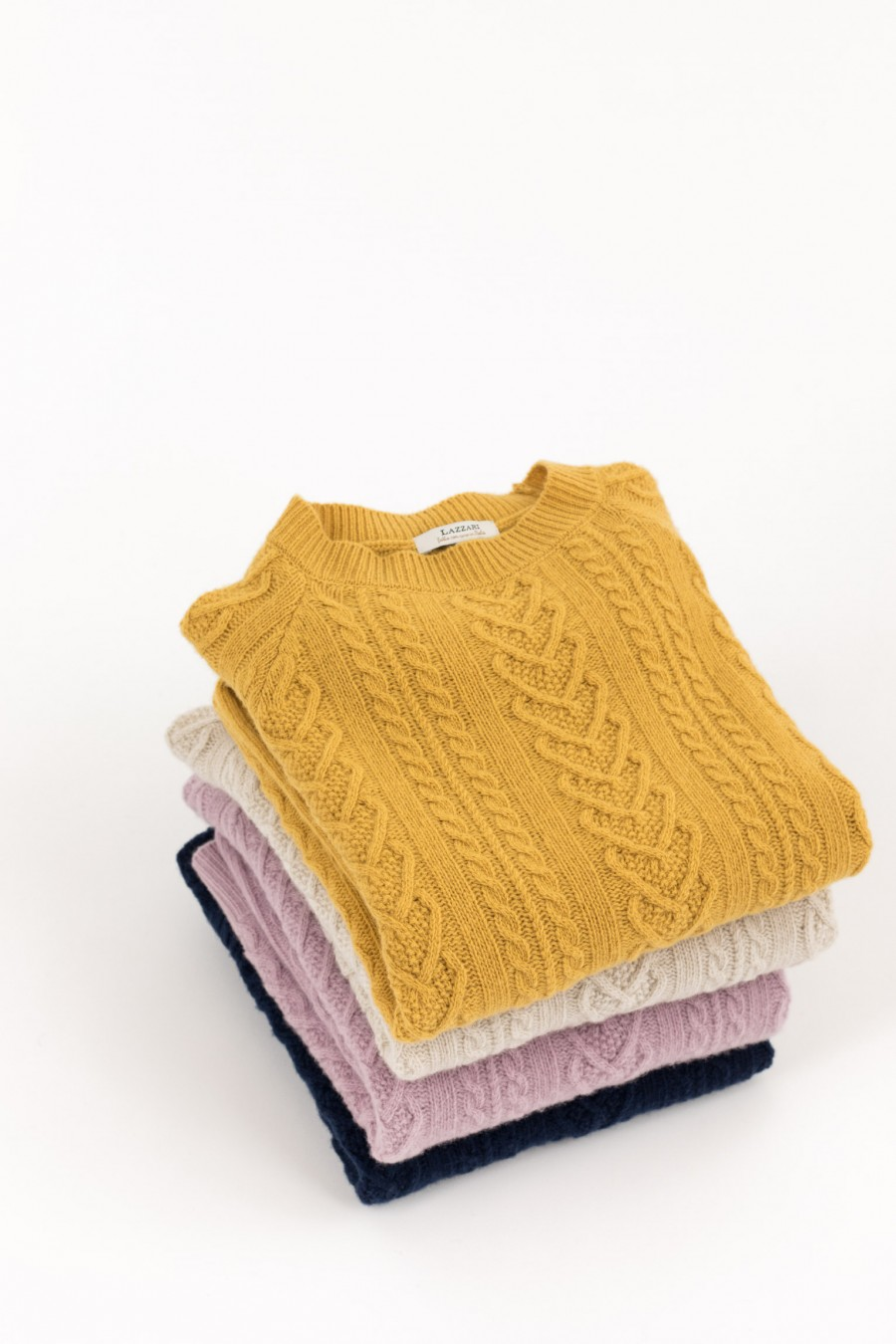 Colored crew-neck pullover made of merino wool and cashmere