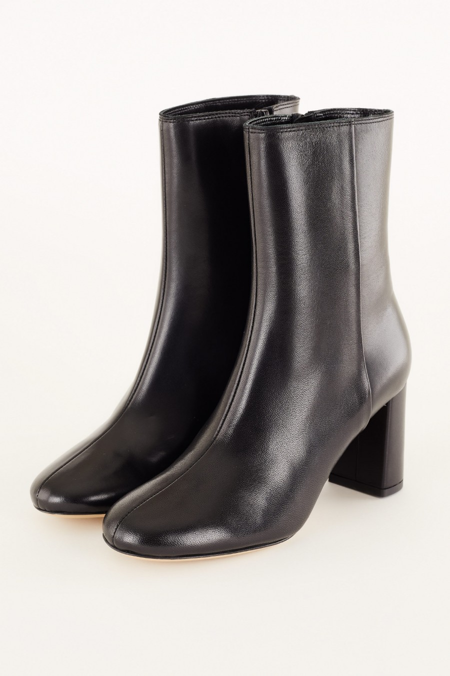 Ankle boots with rounded heel