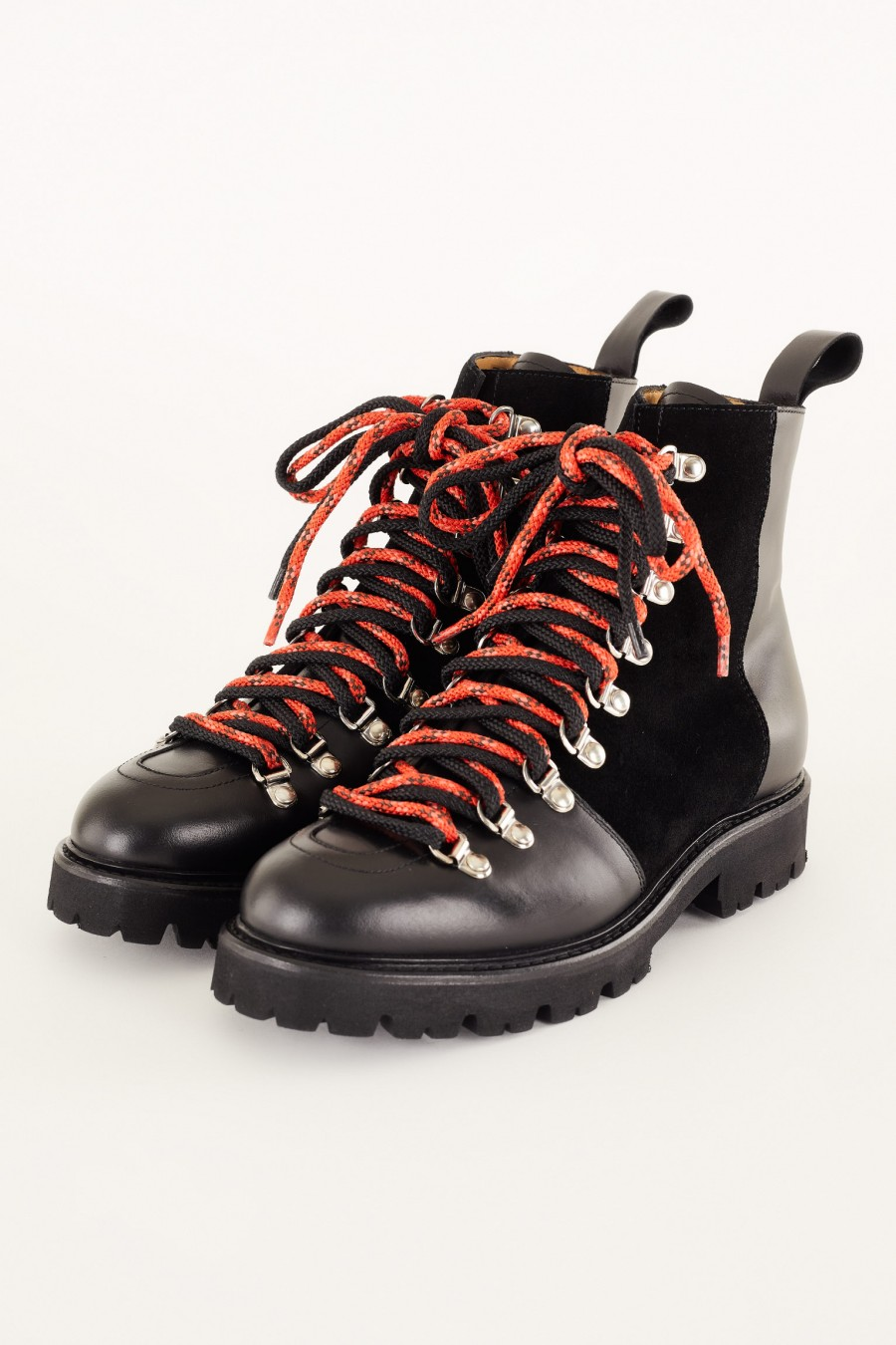 cool pedula-style boots with red laces