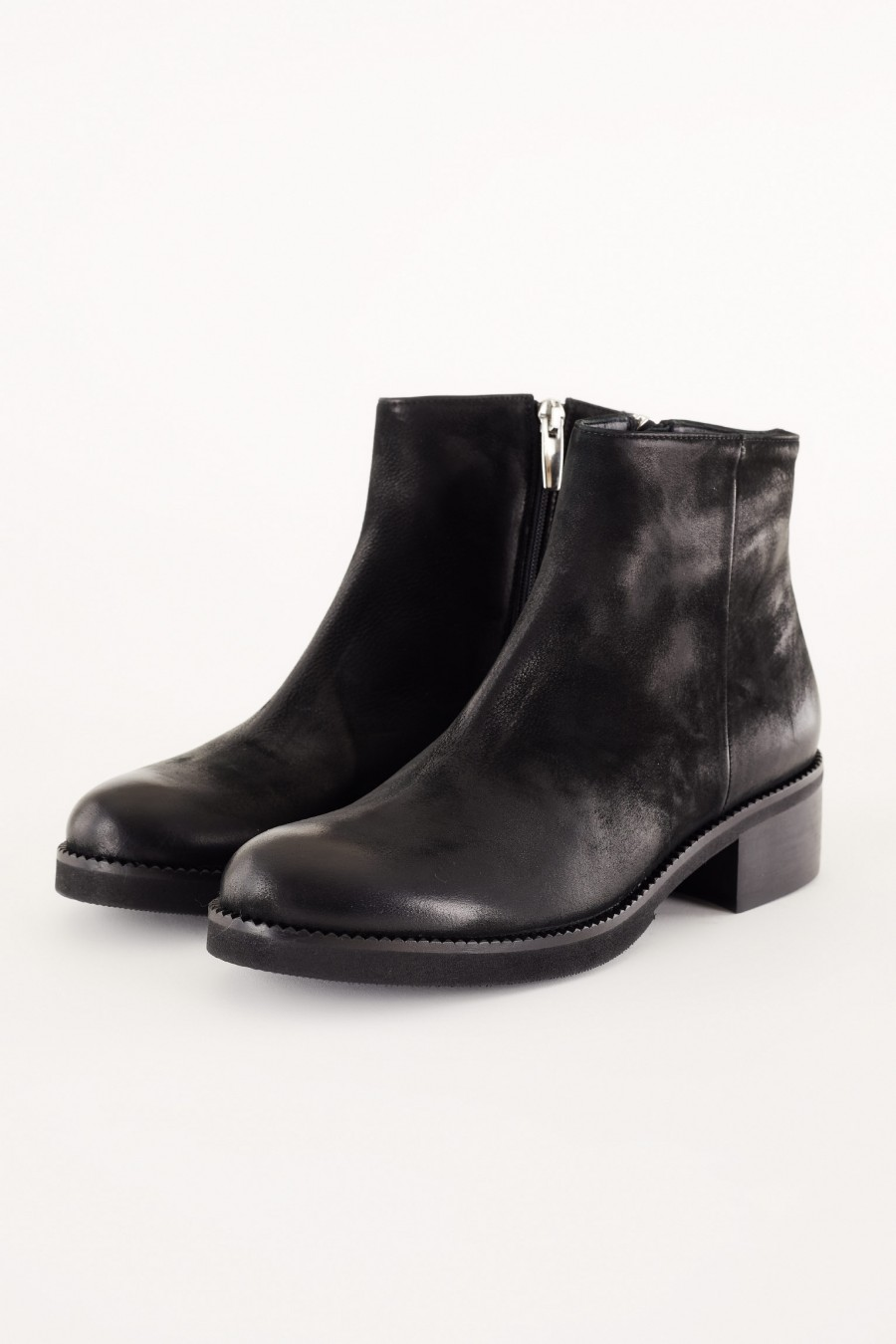 sporty anke boots with zip
