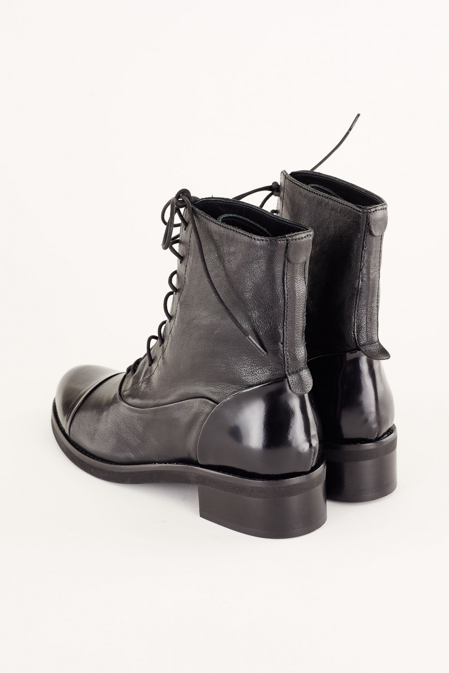 lace-up ankle boots with patent leather details
