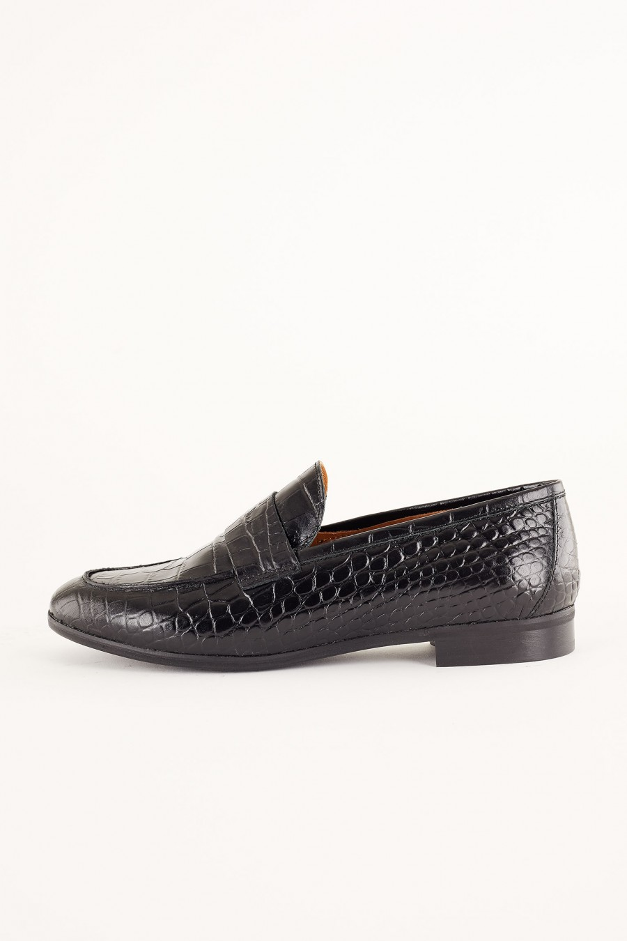 leather loafer with low heel