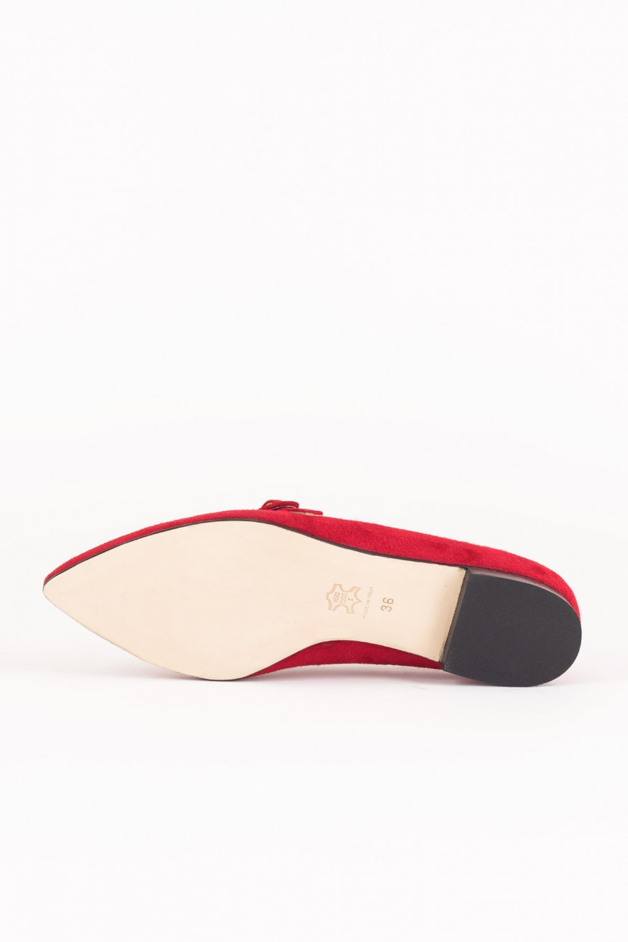 Red pointed ballerinas
