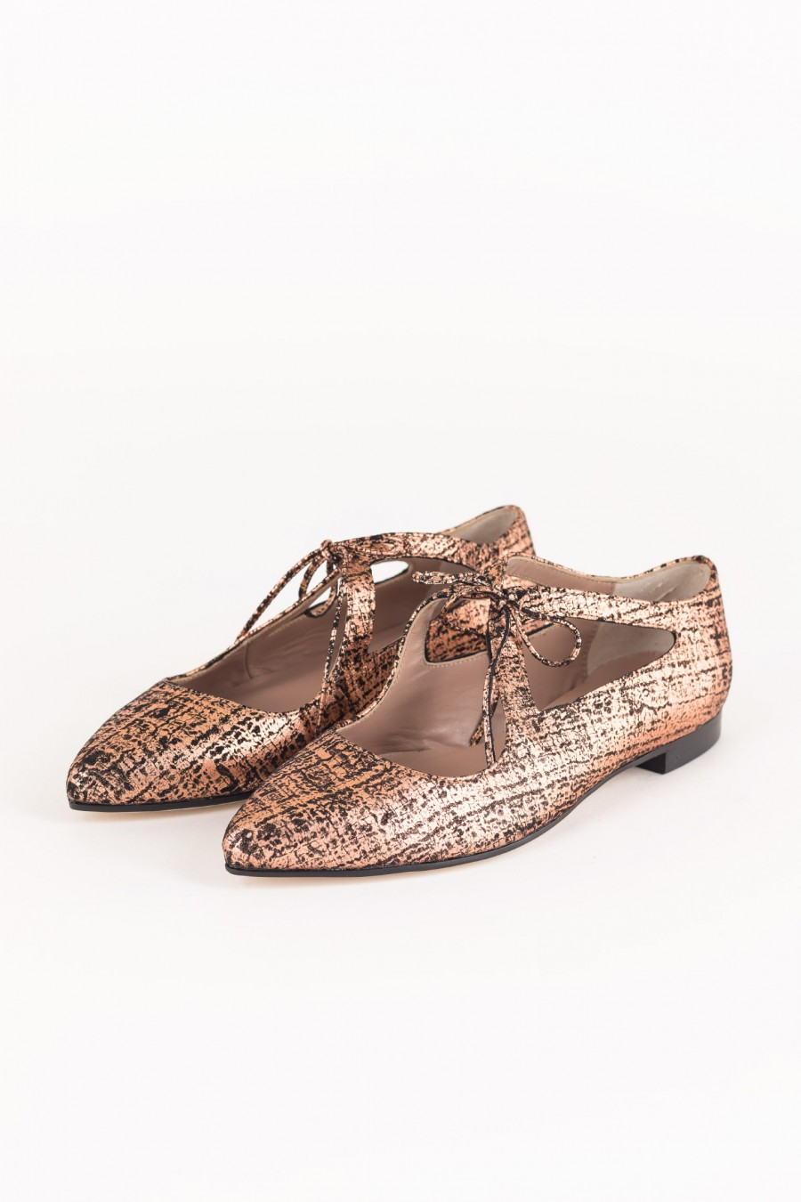 Pointed copper flats with laces