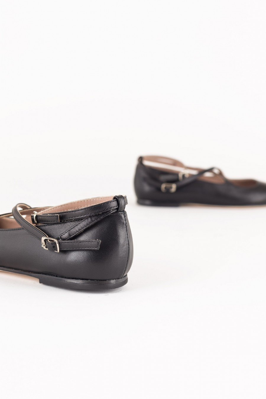 Ballerina flats with straps