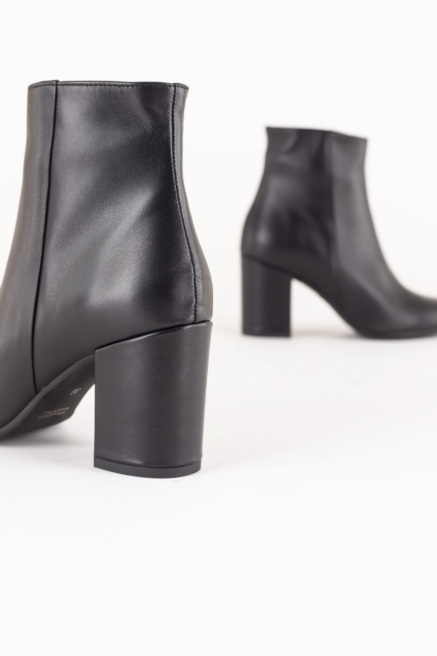 Black boots with side zipper