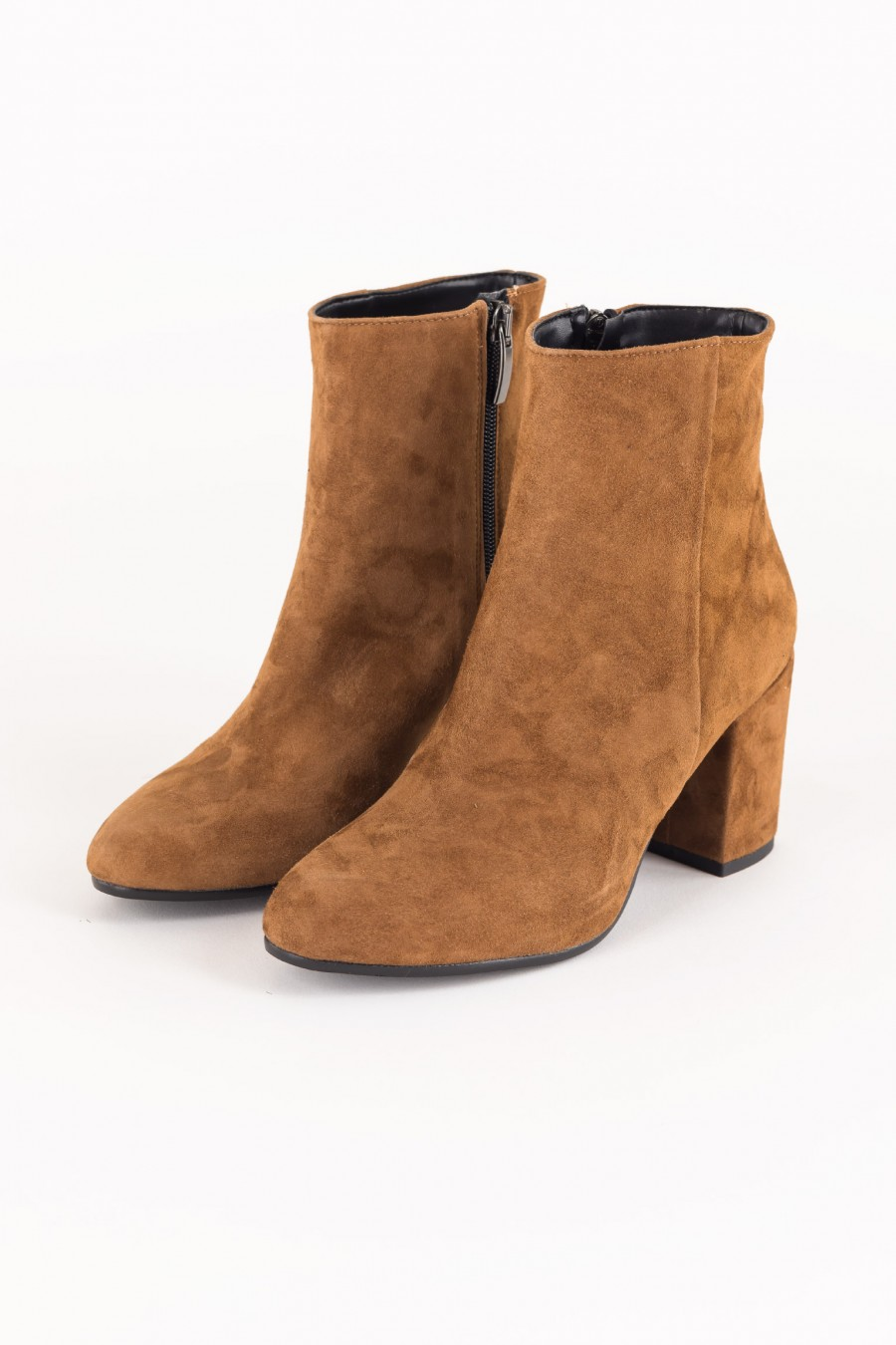 Boots with side zip