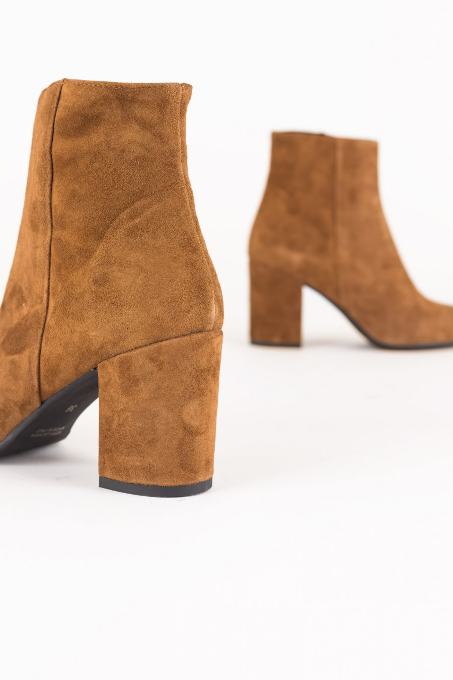 Boots with side zipper
