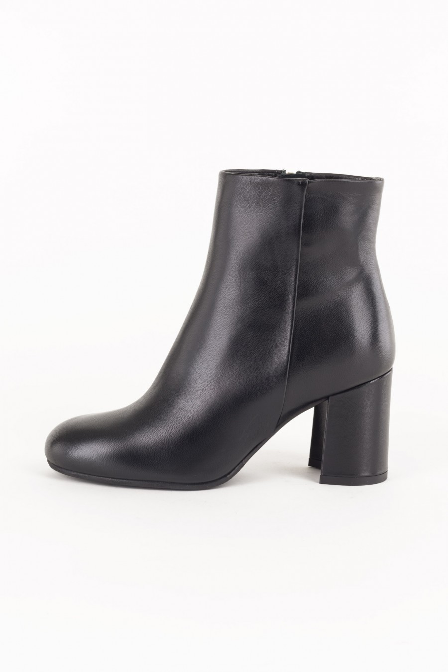 Side zip leather boots