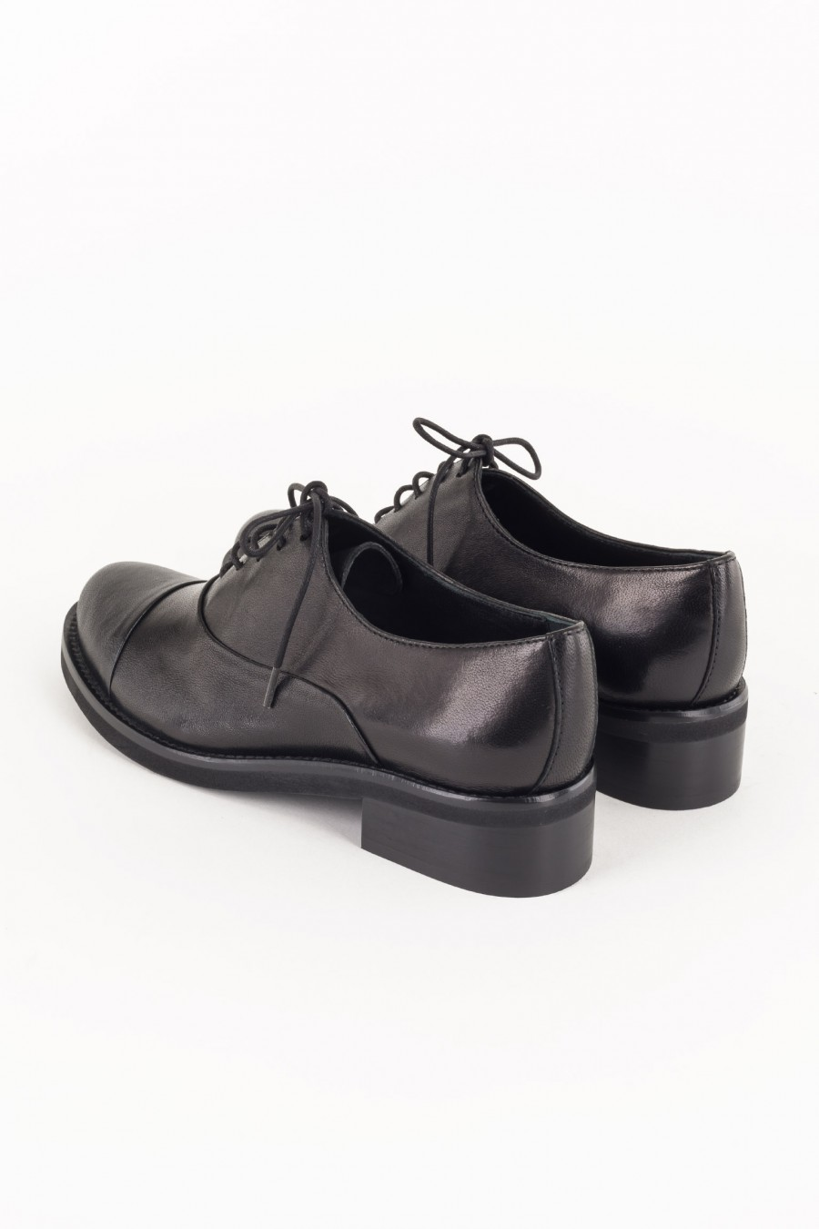 Lace-up black shoes