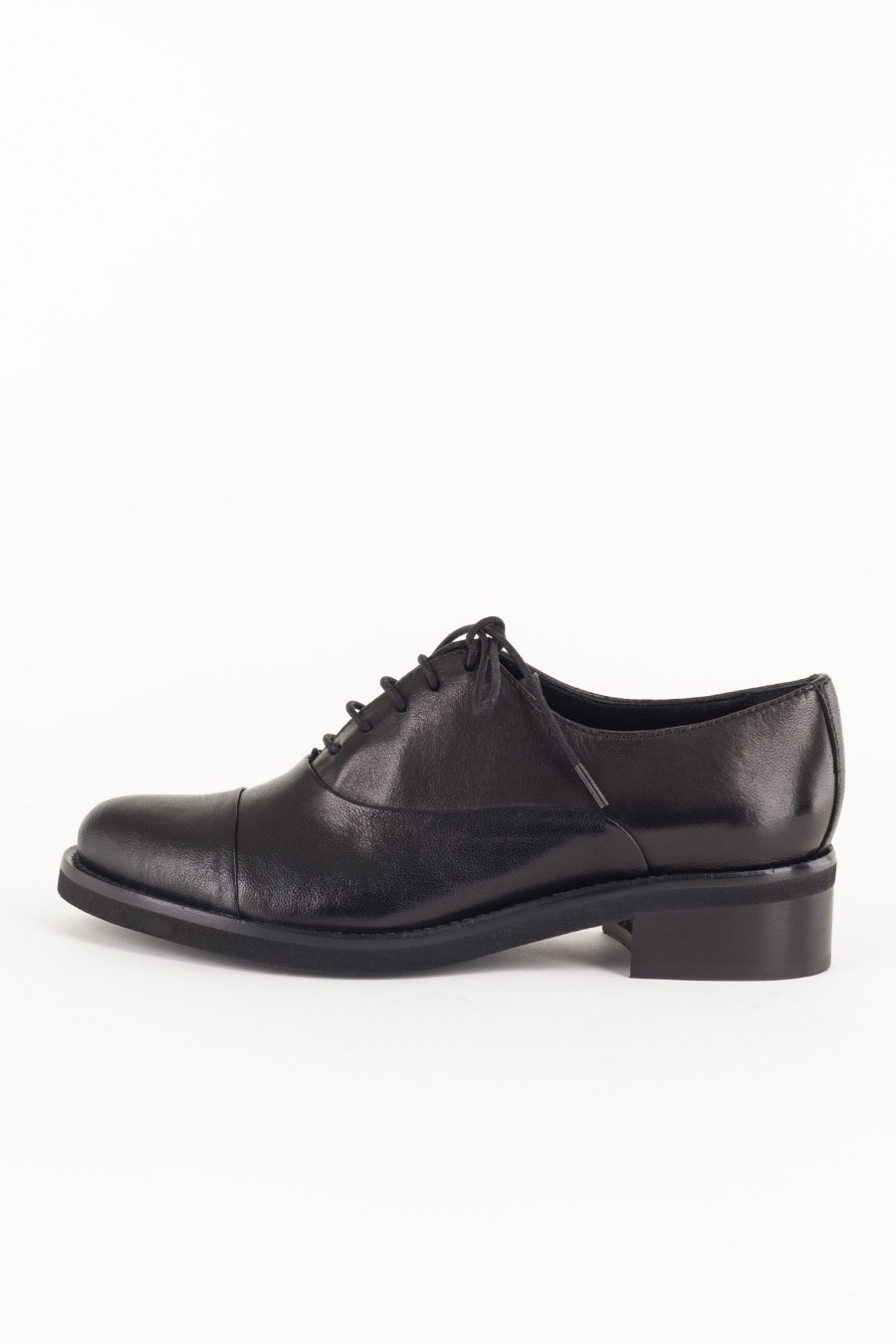 Lace-up black derby shoes