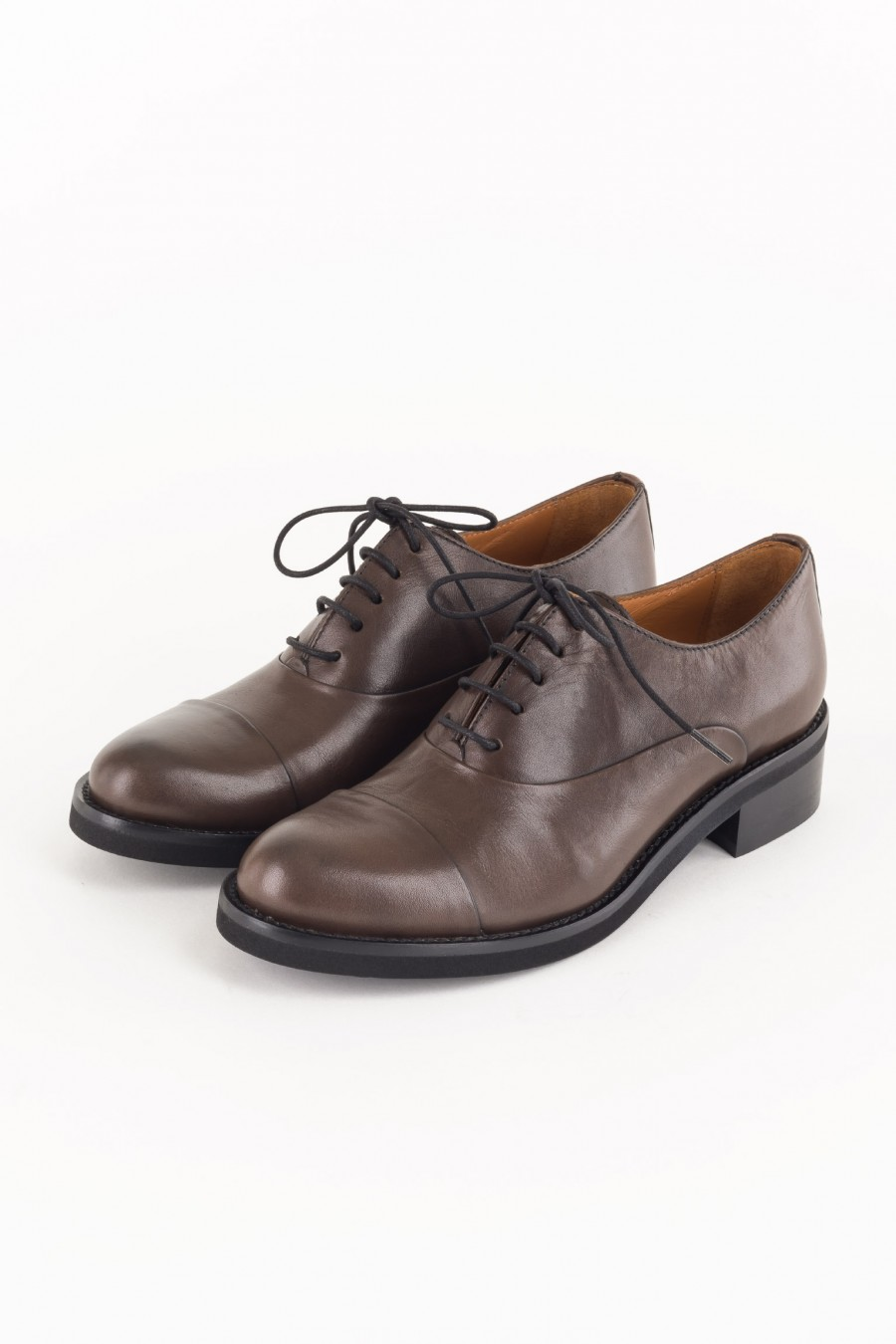 Lace-up brown derby shoes