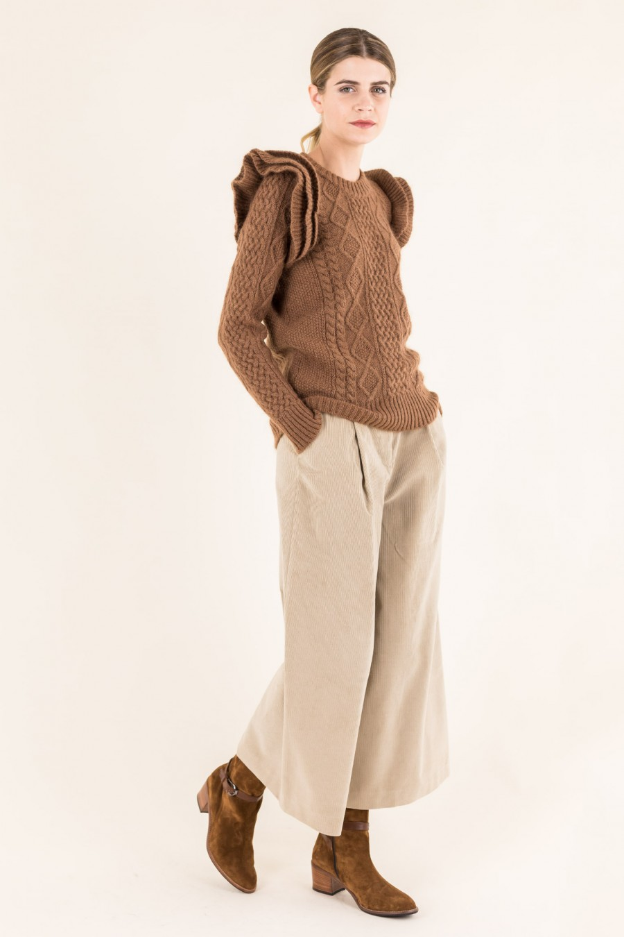 Brown jumper with ruffles