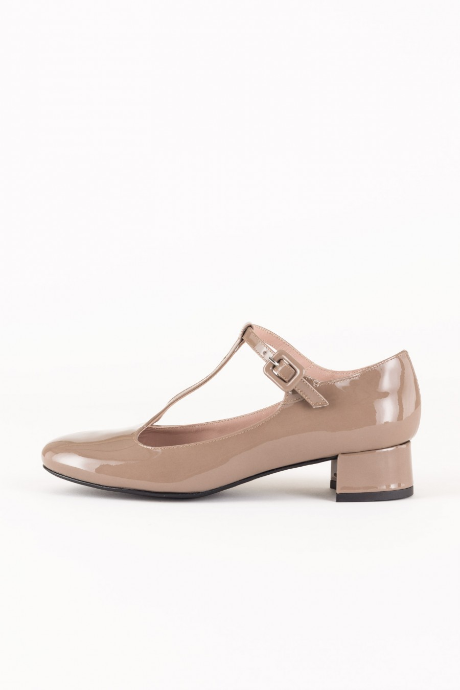 Mud patent flats with T strap