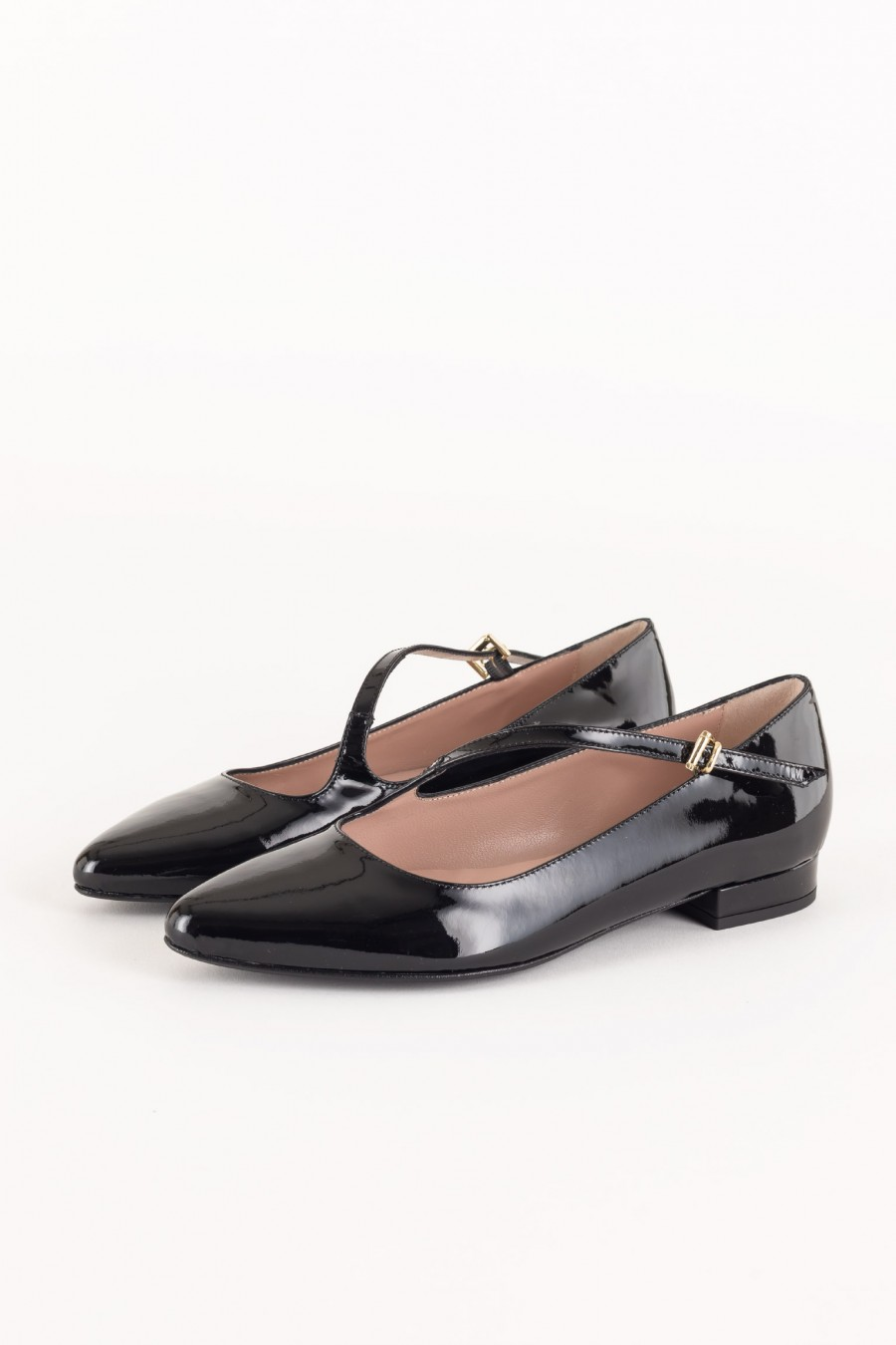 Ballerina flats with diagonal buckle