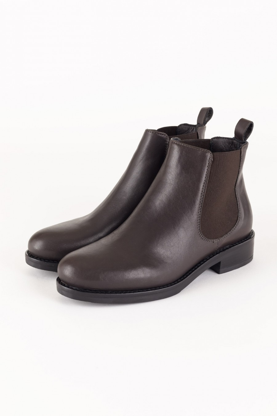 Sporty brown boots