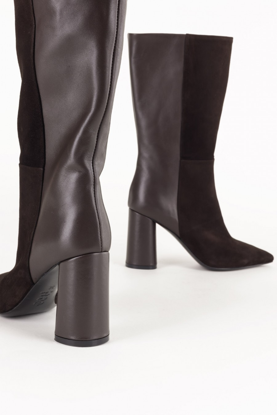 Elegant brown boots