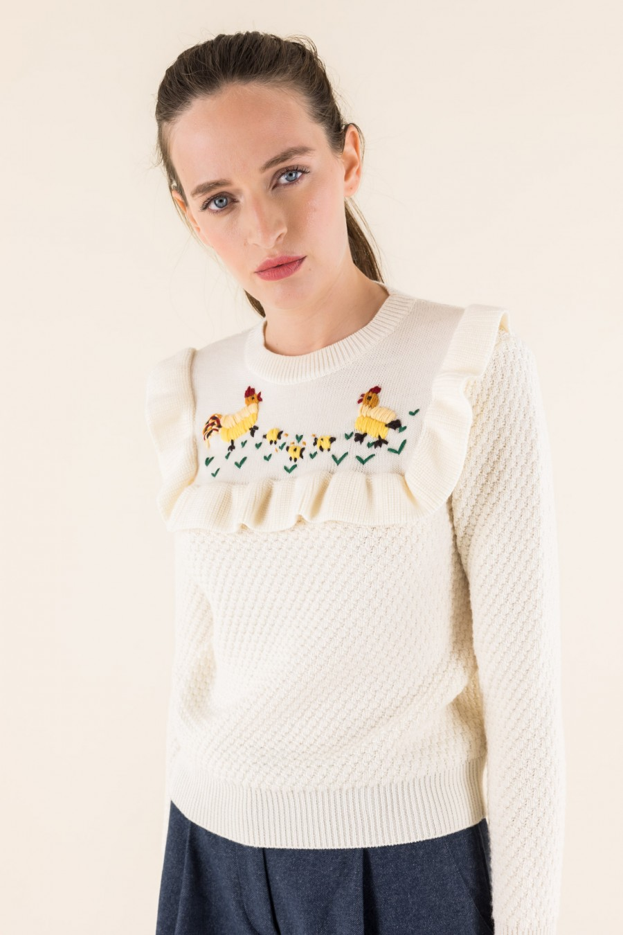 Jumper with embroidered hens