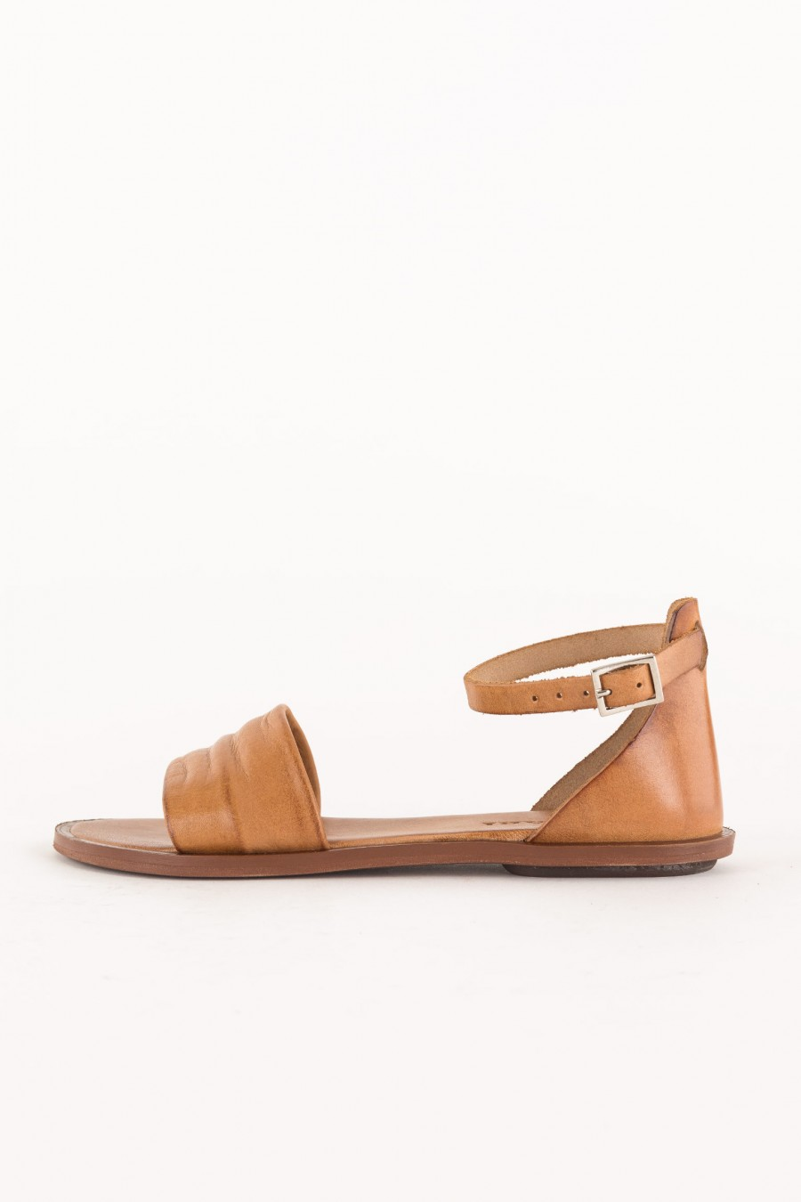 sandal with pleat on the strap