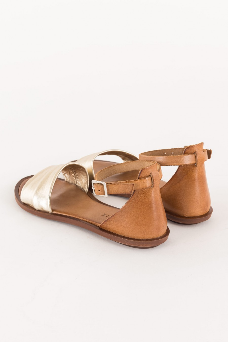 leather-colored sandal with platinum band