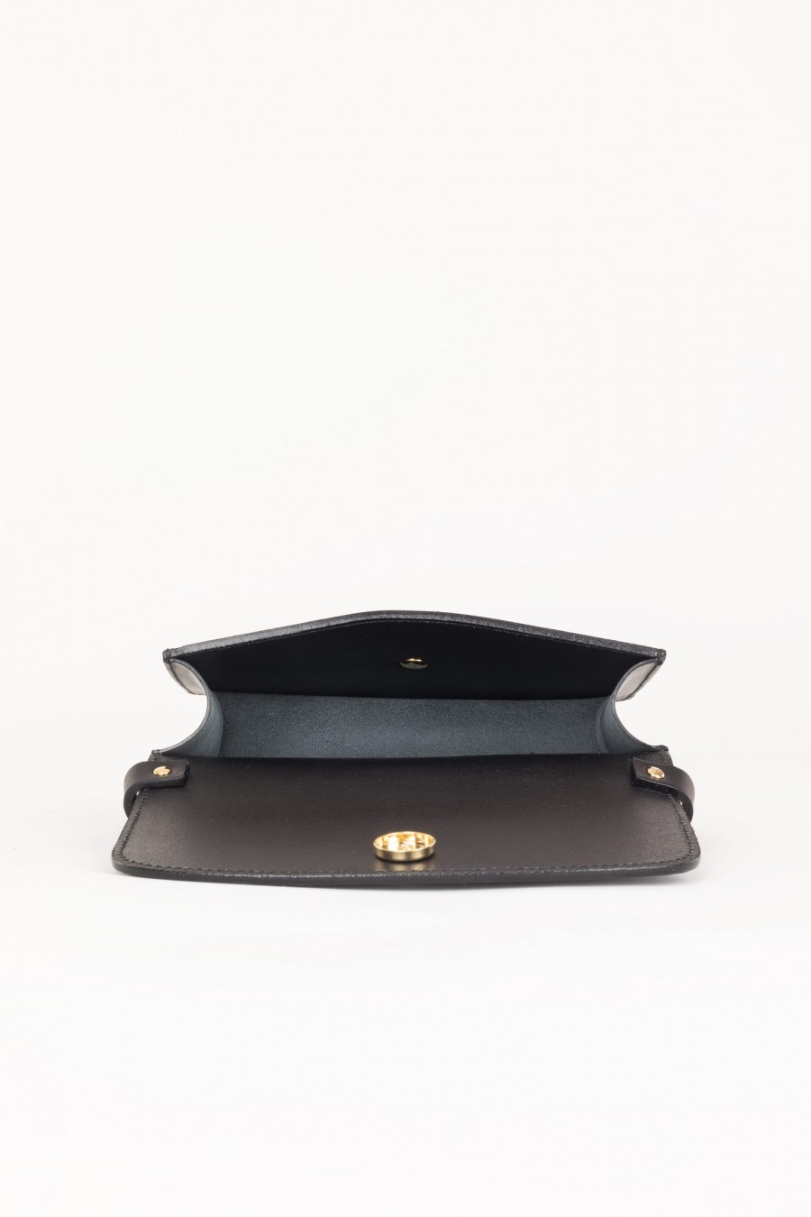 Bag with golden stud button