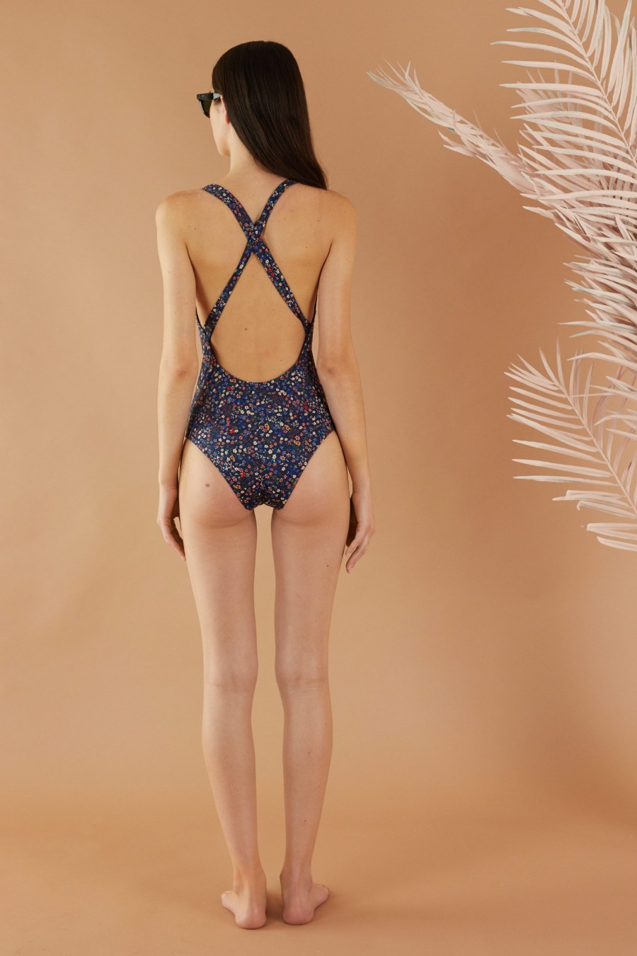One piece with crossed back