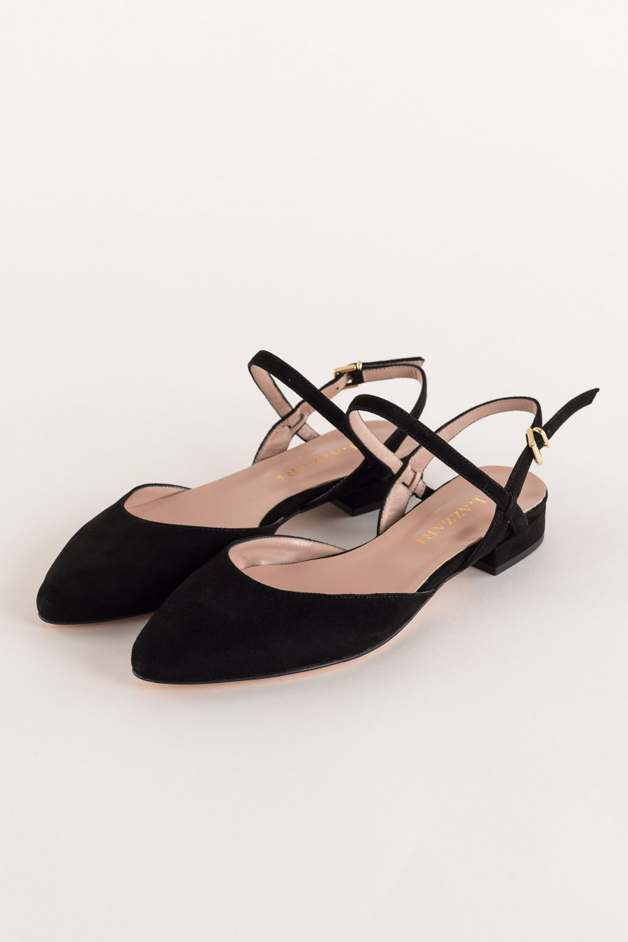 black flat pointed shoe