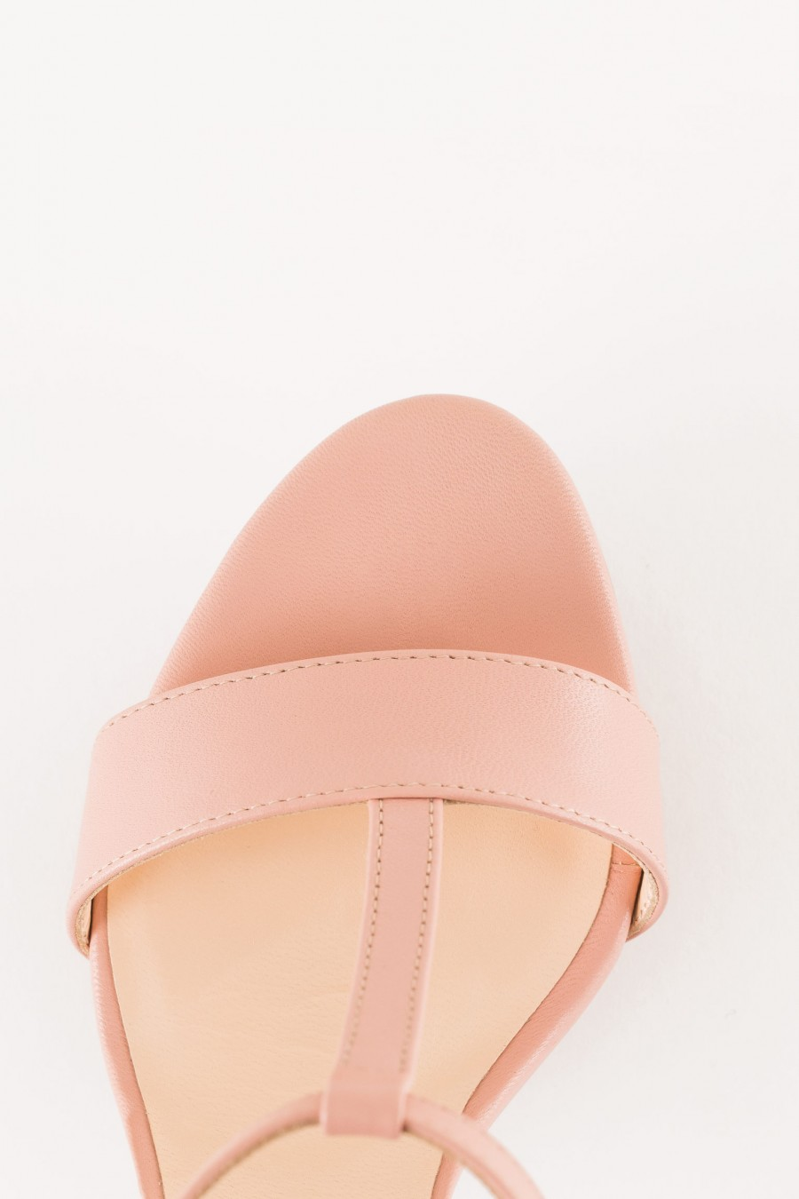 sandal in pink leather