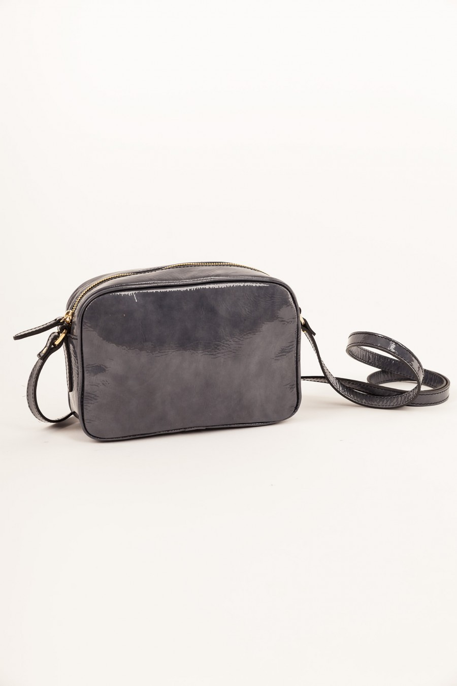 Shoulder bag in patent leather grey