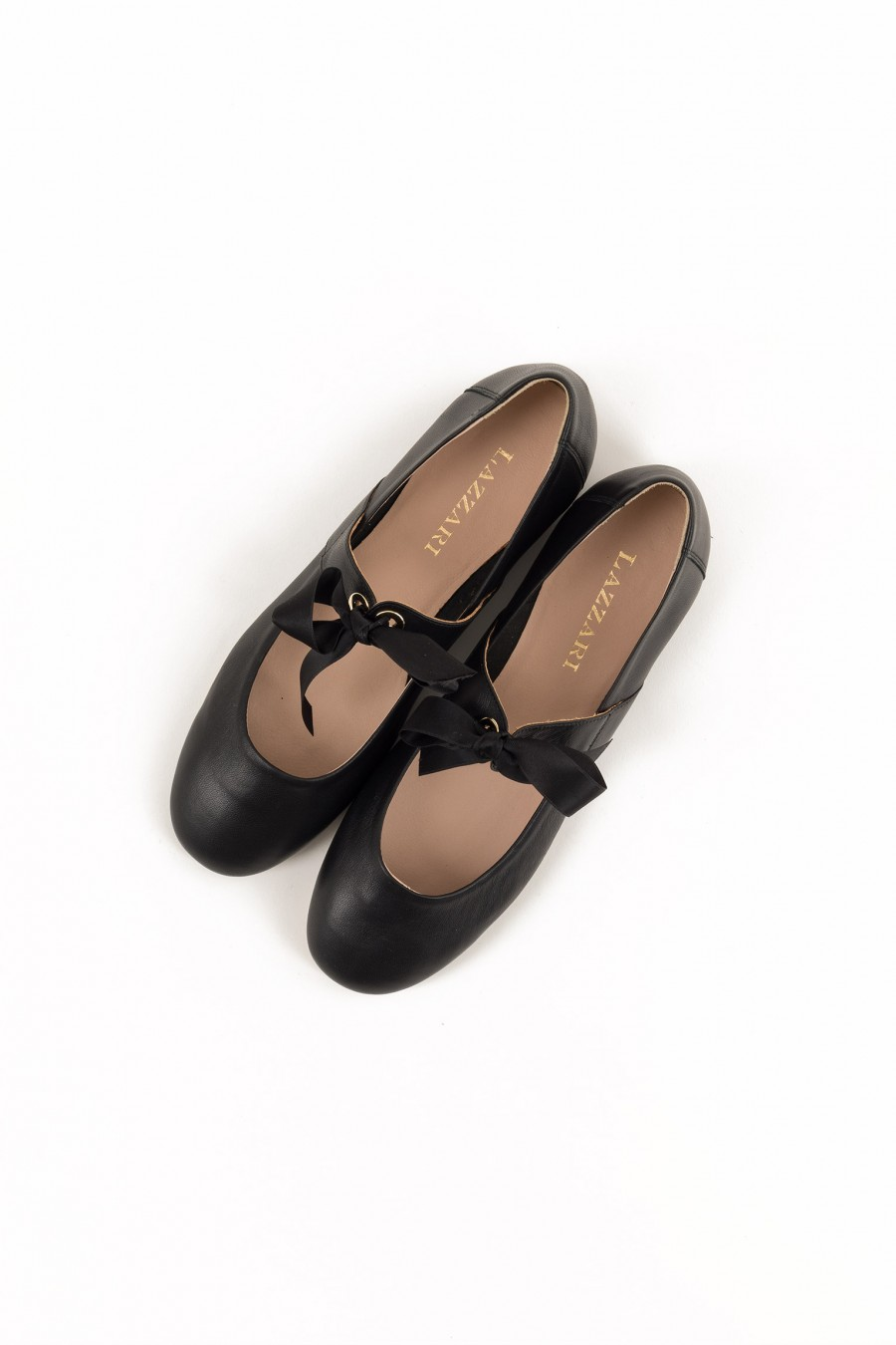 Black flat shoes with bow