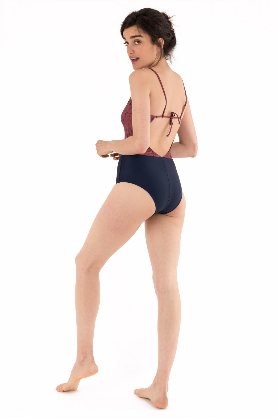 One-piece swimsuit with ribbon on the back