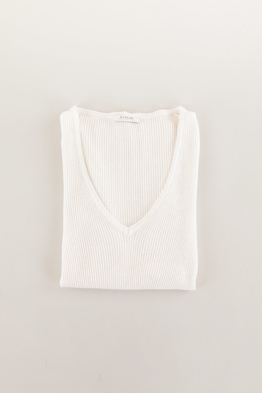 White thin woolen jumper