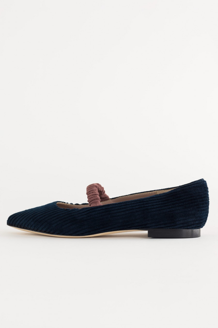 Flats with elastic band detail