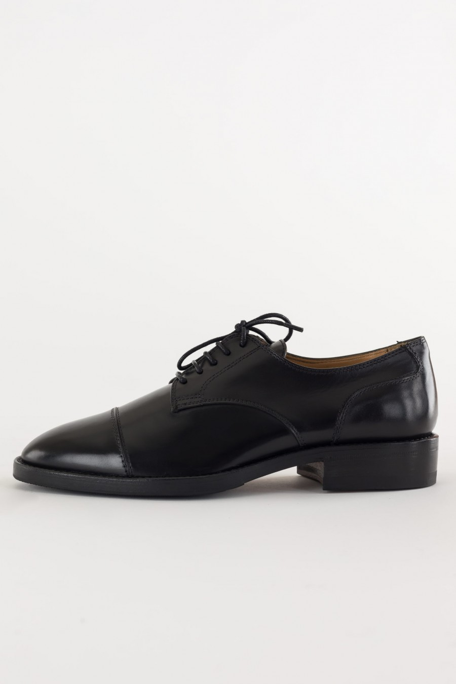 Flat elegant shoes