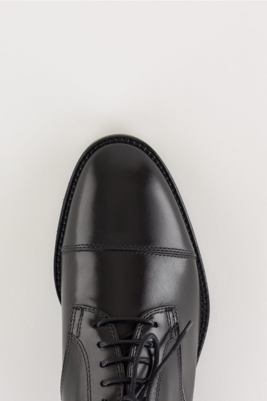 Oxford shoes in stitched leather